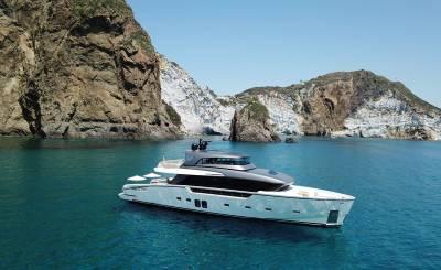 Alquiler por temporada Yate de motor La Spezia